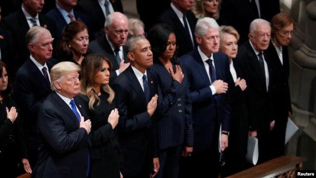美国现任和前任总统和他们的夫人参加老布什总统的国葬仪式。(2018年12月5日)