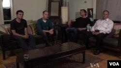 Četvorica muškaraca koji ne prihvataju niti islam niti hrišćanstvo - kao ni bilo koju drugu religiju - sastali su se da razgovaraju o problemima ateista u Egiptu.