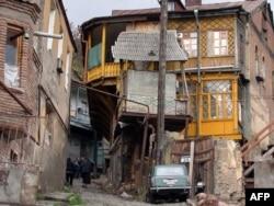 Gürcistan'ın başkenti Tiflis'de bir sokak