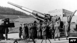 Демонстрация нового вида вооружения НАТО 1957г.