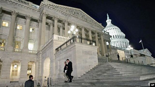 Congressmen walk down the steps of the House of Representatives as they work overnight on a spending bill, on Capitol Hill in Washington, February 18, 2011 (file photo)