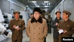 北韓最高領導人金正恩4月2日在外視察資料照。