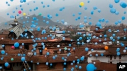 Balloons dedicated to the memory of the people who died in April 25 massive earthquake are released into the sky at Basantapur Durbar Square in Kathmandu, Nepal, June 27, 2015.