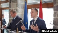 Evropski komesar za proširenje Štefan File i crnogorski ministar spoljnih poslova Igor Lukšić na konferenciji za novinare u Kotoru nakon neformalnog skupa šefova diplomatije zemalja Zapadnog Balkana (gov.me)