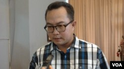 Mantan Koordinator Kelompok Kerja Tim Transisi Jokowi-JK, Arif Satria, dalam wawancara di Jakarta (8/8). (VOA/Iris Gera)