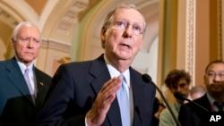 El senador por Kentucky, Mitch McConnell, ha anunciado su oposición a las medidas radicales propuestas por el Tea Party respecto del cierre del gobierno.
