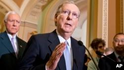 Mitch McConnell, líder de la minoría en el Senado, fue uno de los republicanos que impidió que se obstruyera la ley.