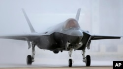 지난해 9월 미국 유타주 힐 공군기지에 착륙하고 있는 F-35 전투기. 이스라엘 정부는 최근 최정예 F-35 기 17대를 추가 구매하겠다는 의사를 밝혔다.