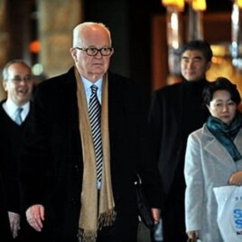 US special envoy Stephen Bosworth (C) leaves his hotel in Seoul to head for North Korea, 08 Dec 2009