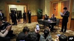 Ngoại trưởng Triều TIên Ri Yong Ho đã mở cuộc họp báo ở khách sạn Melia vào giữa đêm để giải thích về thất bại của hội nghị thượng đỉnh Trump-Kim