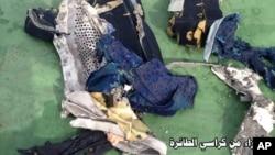 """Deo sedišta aviona na letu 804 """"Idžipt Era"""", koji su pronašli pripadnici egipatskih oružanih snaga"""