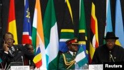 Shugaban Chadi Idriss Deby, da Shigaba Najeriya, Goodluck Jonathan 2014.