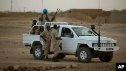 Un véhicule de la mission de l'ONU au Mali, à Kidal le 28 juillet 2013 (AP Photo/Rebecca Blackwell)