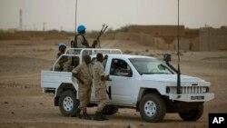 Pasukan penjaga perdamaian PBB melakukan patroli di kota Kidal, Mali (foto: dok).