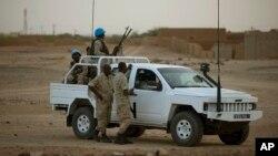 Penjaga perdamaian PBB melakukan patroli di kota Kidal, Mali (foto: dok).