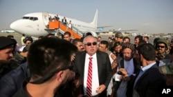 آقای دوستم پس از سپری کردن ۱۴ ماه در ترکیه، یک شنبه (۲۲ جولای) به کابل برگشت