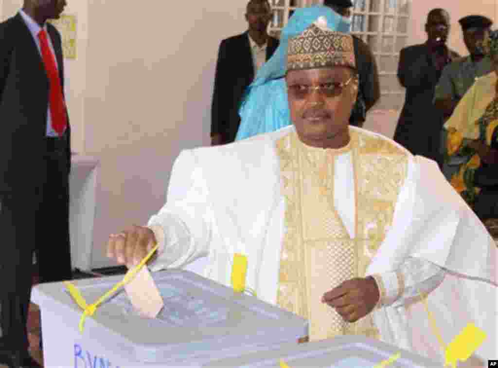 Presidential candidate Seini Oumarou, a former prime minister under deposed president Mamadou Tandja, casts his vote in Niamey, Niger, Monday, Jan. 31, 2011. This impoverished country on the edge of the Sahara took another stab at democracy Monday when it