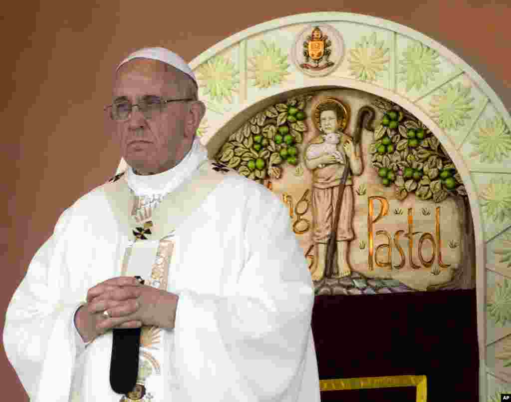 Pope Francis prays during a Mass at Rizal Park, in Manila, Philippines, Jan. 18, 2015.