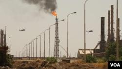 Fasilitas penyulingan minyak terbesar Irak di kota Baiji, utara Baghdad yang kini dikuasai ISIS (foto: dok).