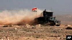 En la batalla que comenzó el domingo, el ejército ya controla todo el aeropuerto y tomó infraestructuras clave para la liberación definitiva de la ciudad. La ONU estima que unos 750.000 civiles están atrapados en el oeste de Mosul.
