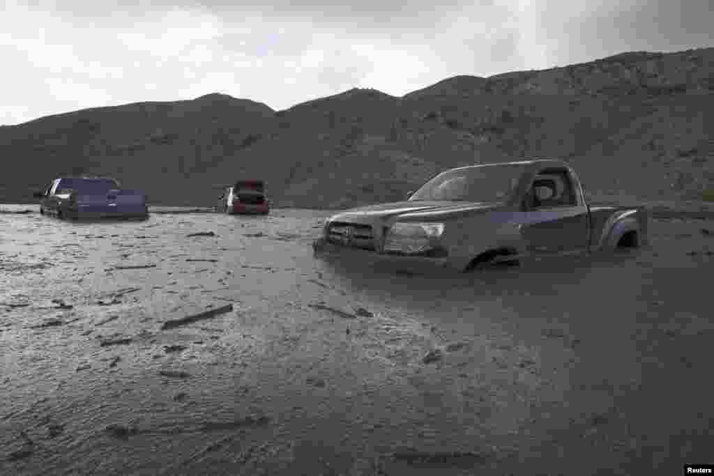 Kaliforniya - 200-ə qədər avtomobil torpaq sürüşməsi səbəbindən palçığa batıb