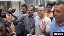 کشیش اندرو برانسون در اکتبر ۲۰۱۶ به اتهام «تروریسم» از طریق کمک به کودتای نافرجام تیر ۱۳۹۵ در ترکیه، بازداشت شد.