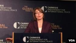 主管公民安全、民主和人权事务的美国务次卿莎拉•休厄尔(美国之音叶林拍摄)