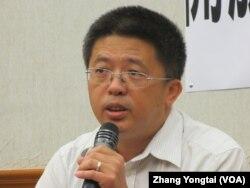 台湾移民署入出国事务组简任委员曹顾龄 (美国之音张永泰拍摄)