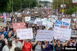 برخی رسانه ها تعداد معترضان به نژاد پرستی در بوستون را سی هزار نفر گزارش کردند.