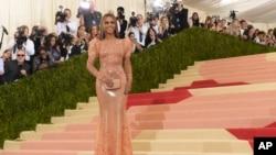 Beyonce Knowles tiba di acara gala di Museum Seni Metropolitan di New York, (2/5).