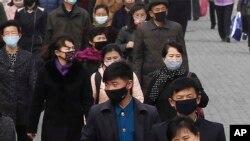 (資料照)2020年4月1日,北韓首都平壤的人因擔心新型冠狀病毒擴散戴上口罩。