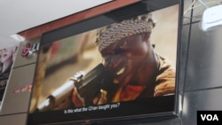 Salah satu adegan dalam film 'Watu wote' dalam pemutaran perdana di bioskop Junction, Nairobi, Kenya, Selasa 23/1 lalu. (R. Ombuor/VOA)