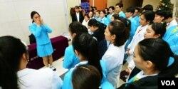 김나영 양은 마지막 공연을 마치고 친구들과의 작별이 아쉬워 눈물을 흘렸다.