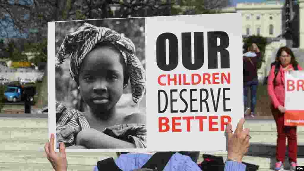 Une manifestation tenue dimanche 12 avril 2015 à Washington, Etats-Unis, pour réclamer la libération de 276 lycéennes enlevées un an plus tôt à Chibok au Nigéria