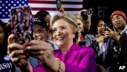 Ứng cử viên tổng thống bên Đảng Dân chủ Hillary Clinton.