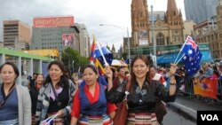 Tibetan exiles parade through Melbourne on Australia's National Day on January 26. (Amy Yee for VOA News)
