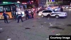 微博网友在昆明血案现场拍摄的图片。