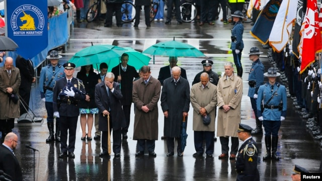 Former Boston Mayor Tom Menino (2nd L) during a moment of silence with current Boston Mayor Marty Walsh (3rd L), U.S. Vice President Joe Biden (C), Massachusetts Governor Deval Patrick (2nd R) and Boston Athletic Association Executive Director Tom Grilk,