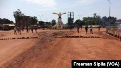 Les rues de Bangui étaient vides lundi, le 24 octobre 2016. (VOA/Freeman Sipila)