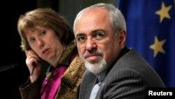 歐盟外交政策負責人阿什頓與伊朗外長扎里夫抵達在日內瓦談判地點。(11月10日資料照片)