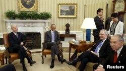 دیدار باراک اوباما رئیس جمهوری آمریکا با رهبران دو حزب جمهوریخواه و دموکرات سنا در مورد جانشین قاضی آنتونین اسکالیا - ۱ مارس ۲۰۱۶