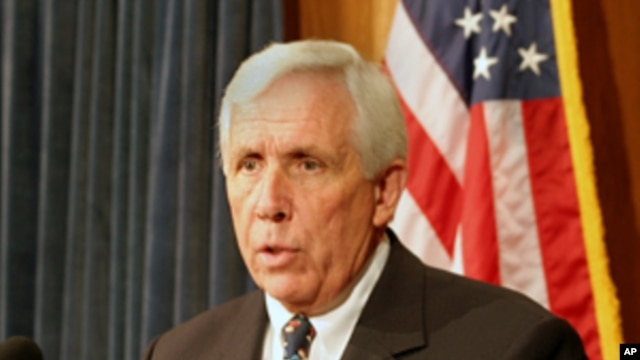 Congressman Frank Wolf (VOA file photo)