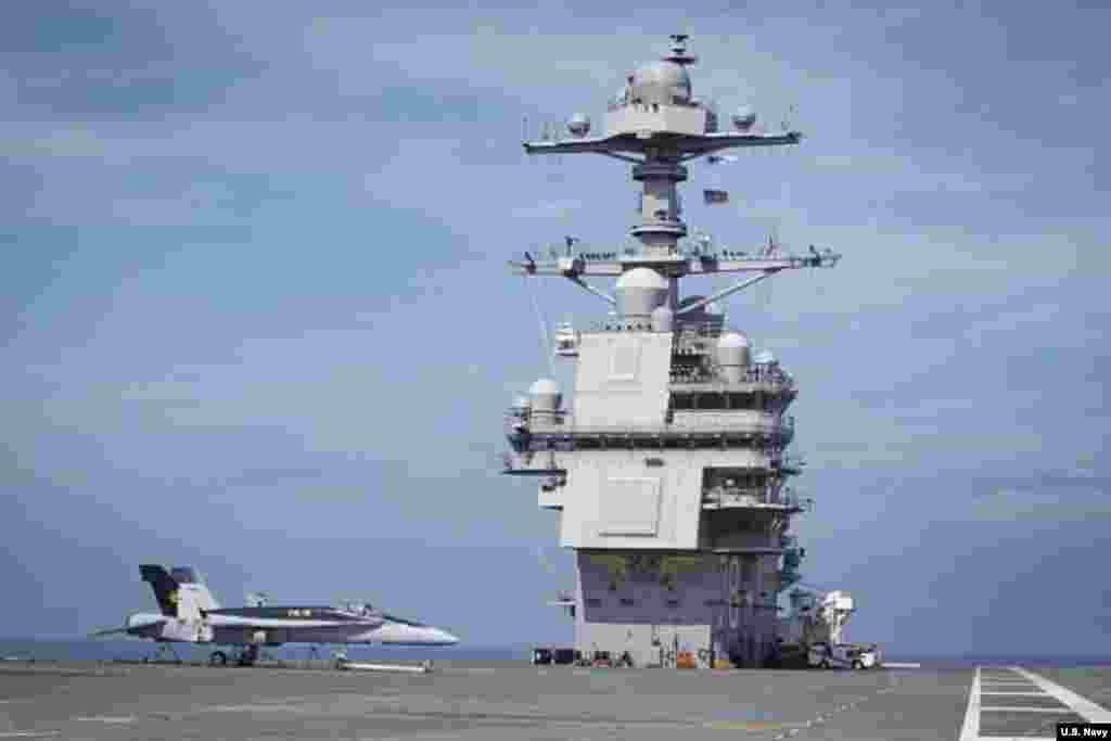 2018年6月3日,美国航母福特号(USS Gerald R. Ford)在大西洋从事交付后测试和试运行(美国海军图片)