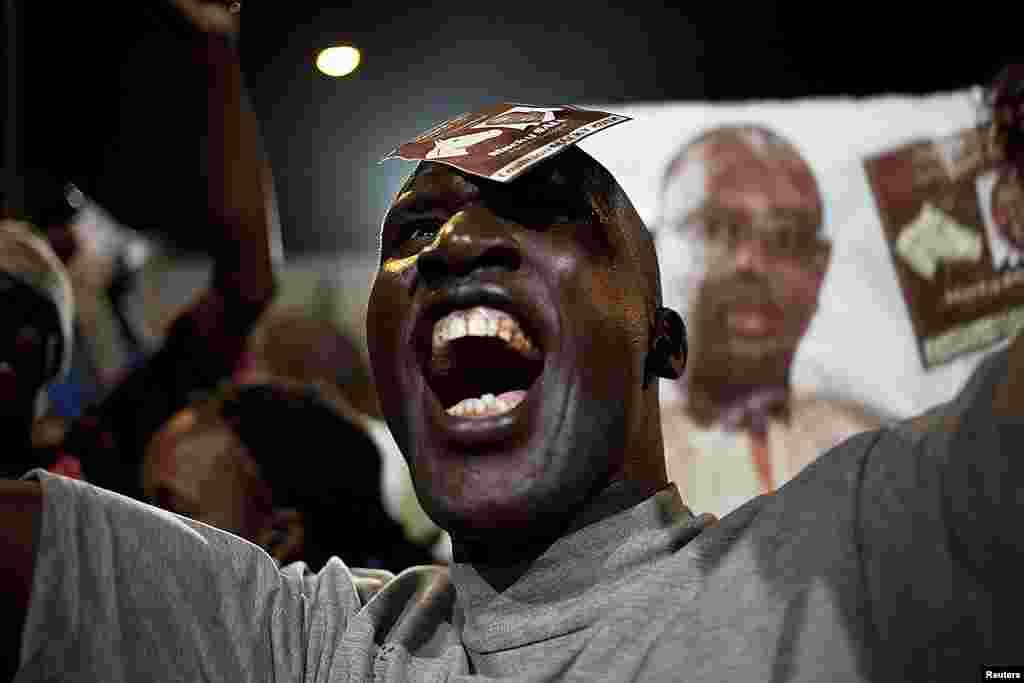 Un partisan de Sall criant sa joie à Dakar (Reuters)