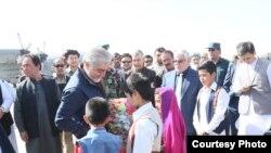 اجرائیه رئیس د دوشنبې په ورځ په داسې حال کې فیروزکوه ته تللی چې افغان ځواکونو د تیوره ولسوالۍ بیرته له طالبانو نیولې ده.