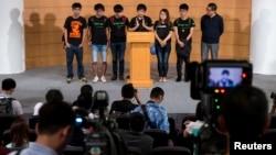 学生代表在政府与学生对话结束后举行的记者招待会上。2014年10月21日。