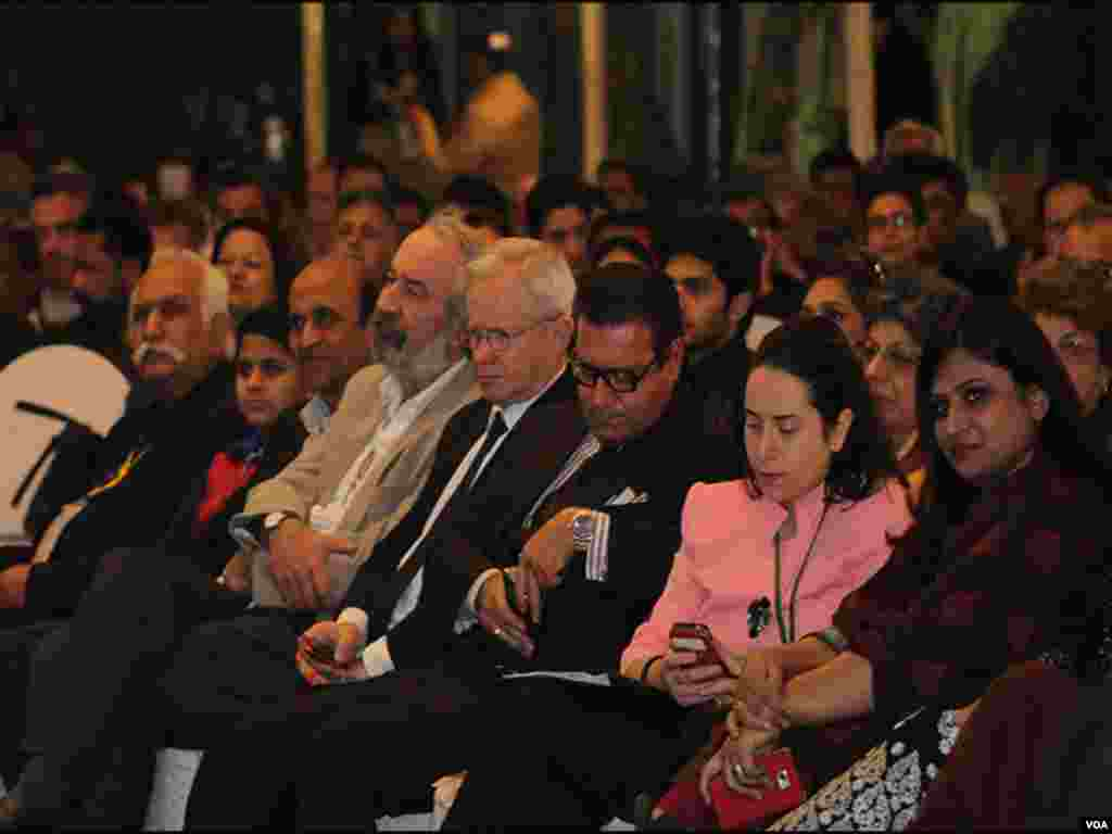 ادبی میلے کی افتتاحی تقریب میں شہریوں کی بڑی تعداد شریک ہوئی