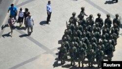Các tổ chức nhân quyền nói Trung Quốc tiếp tục theo đuổi chính sách đàn áp người sắc tộc Uighur và Tây Tạng, cũng như thắt chặt các giới hạn về tự do thông tin.