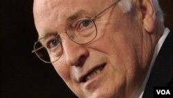 Dick Cheney reconoce que subestimó los retos de la invasión de Irak en 2003, pero sigue defendiendo las duras técnicas de interrogación.