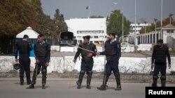 Polisi Pakistan melakukan penjagaan keamanan gedung parlemen di Islamabad (foto: dok). Pakistan melantik para anggota parlemen baru 1/6.